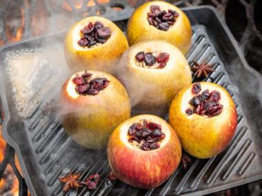 Receta Vegetariana: Manzanas horneadas con canela con anís estrellado, arándanos y semillas de girasol