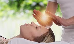 Todo sobre Reiki: cómo funciona este tipo de sanación energética y sus beneficios para la salud