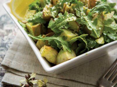 Receta Vegana Patatas al pesto de albahaca y ajo asadas con rúcula
