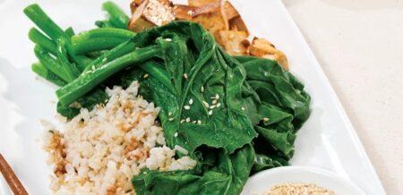 Receta Vegana: Arroz integral con tofu marinado picante y brócoli chino